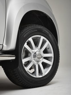 "18"" Silver Alloy Wheel & Tyre (Pirelli Scorpion 255/60R18)  -  IACC2759"